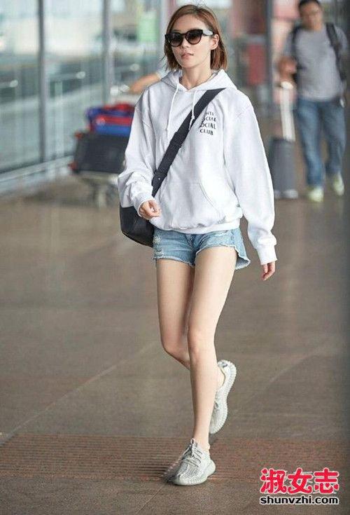 资讯生活早秋短裤配什么上衣和鞋 女明星这样穿