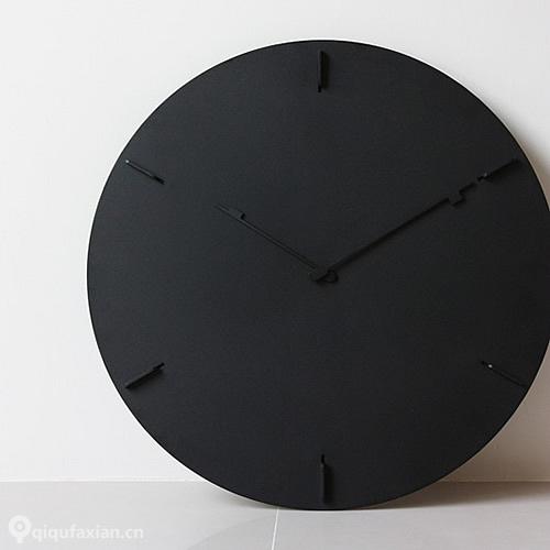 HM黑色大大的时钟整体设计简洁